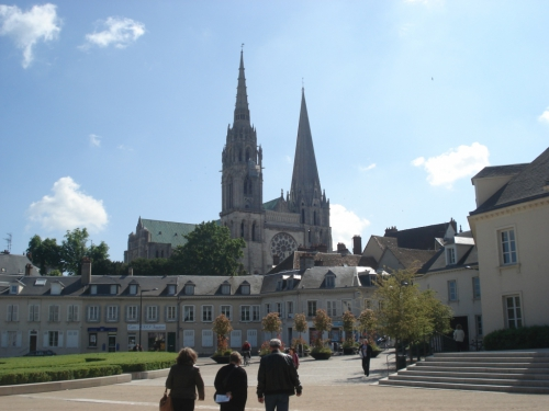 Place-du-Châtelet-Chartres.jpg